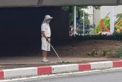 Đánh golf dưới gầm cầu vượt, người đàn ông bị phạt 1 triệu đồng