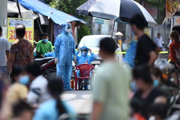 KHẨN: Hà Nội tìm người đến chợ Đồng Xa vì ca Covid-19 mới-1