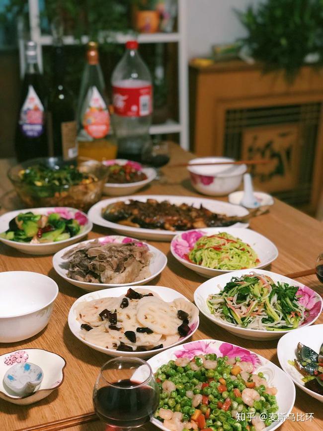 Mâm cơm để phần con dâu và con trai: Câu chuyện mẹ chồng thiên vị-4