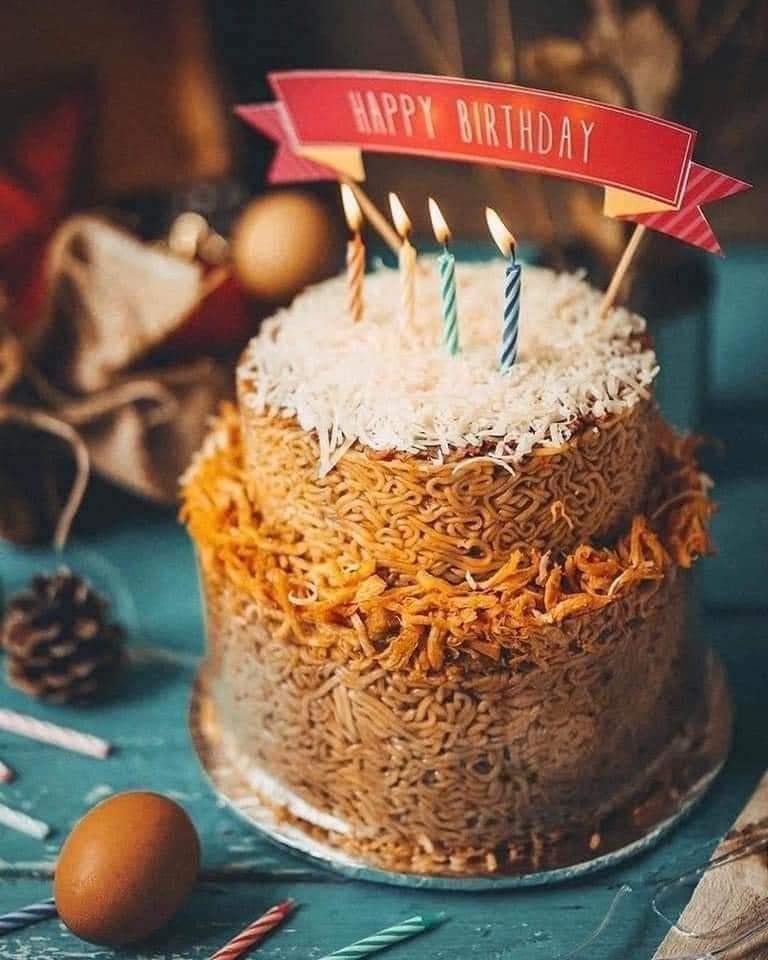 Những chiếc bánh sinh nhật mùa dịch hình dáng trăm năm có một-2