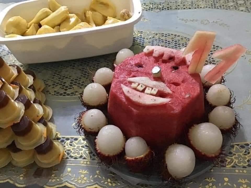 Những chiếc bánh sinh nhật mùa dịch hình dáng trăm năm có một-9
