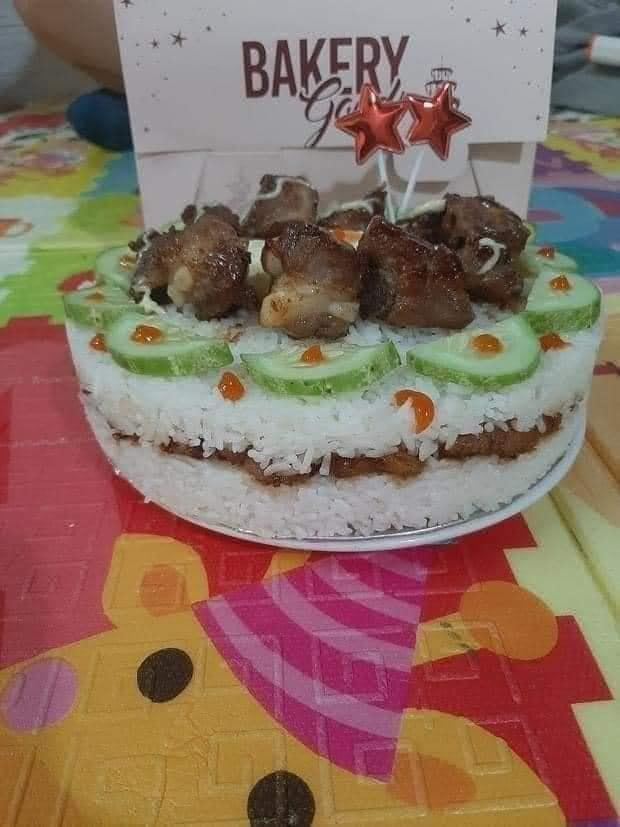 Những chiếc bánh sinh nhật mùa dịch hình dáng trăm năm có một-11