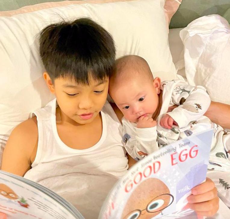 Tan chảy khoảnh khắc Subeo chơi với 2 con riêng của Hà Hồ - Kim Lý-7