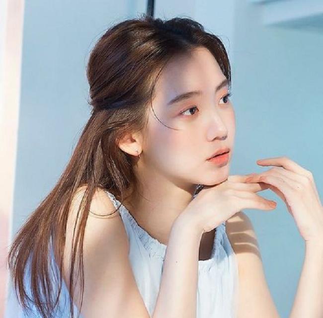 Người tình màn ảnh mới của Song Joong Ki bị chê kém sắc-4