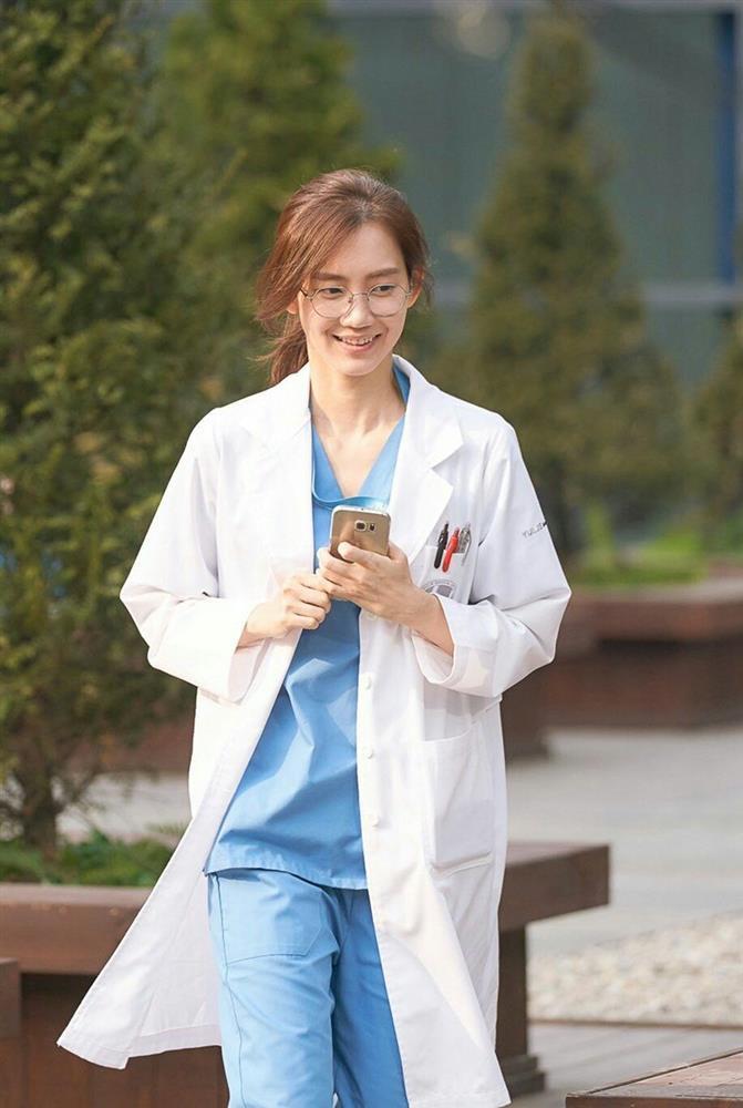 Người tình màn ảnh mới của Song Joong Ki bị chê kém sắc-2