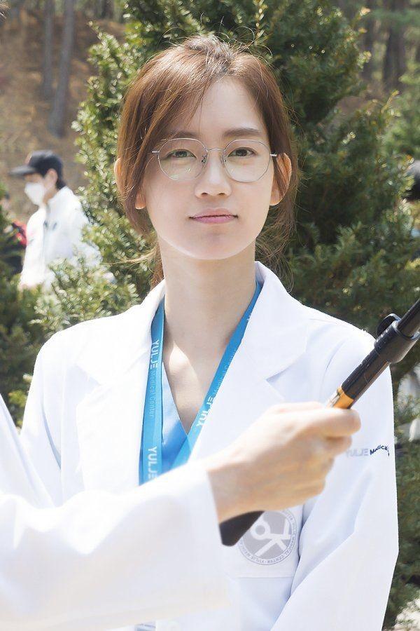Người tình màn ảnh mới của Song Joong Ki bị chê kém sắc-3