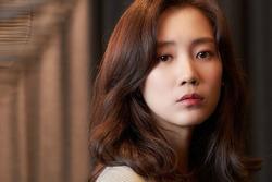 Người tình màn ảnh mới của Song Joong Ki bị chê kém sắc