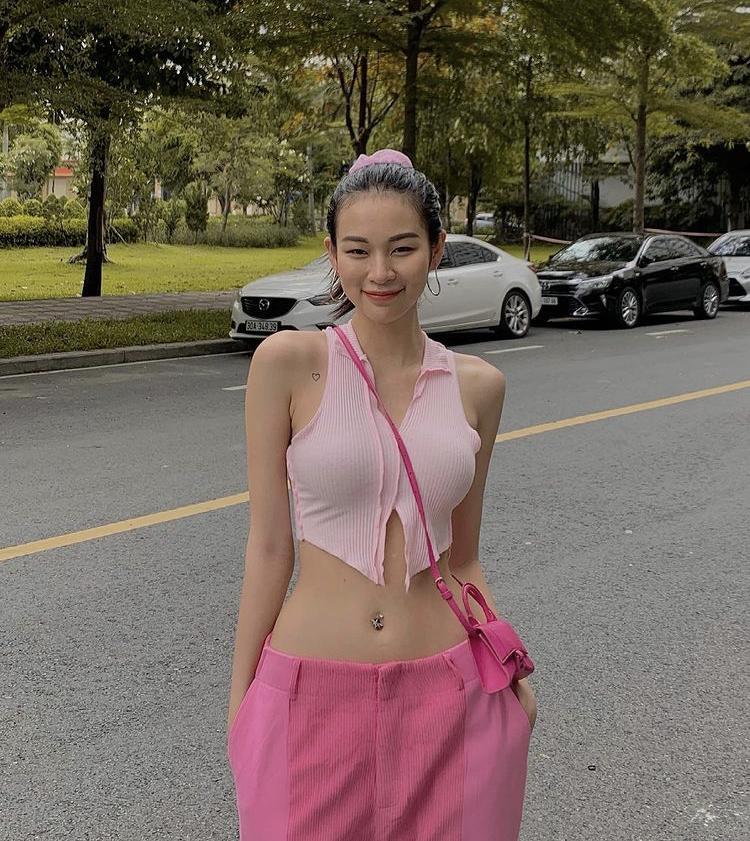 Diện mốt áo cài 1 cúc: Chi Pu lộ nội y - Bella Hadid phô điểm nhạy cảm-6