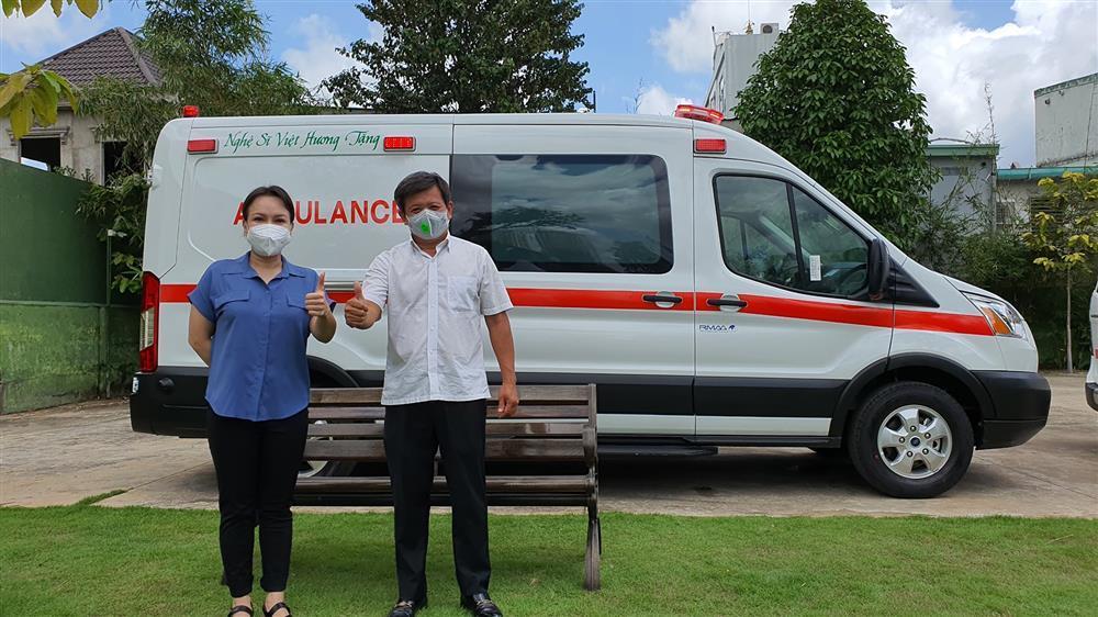 Nói là làm, Việt Hương chính thức tặng xe cứu thương gần 2 tỷ-1