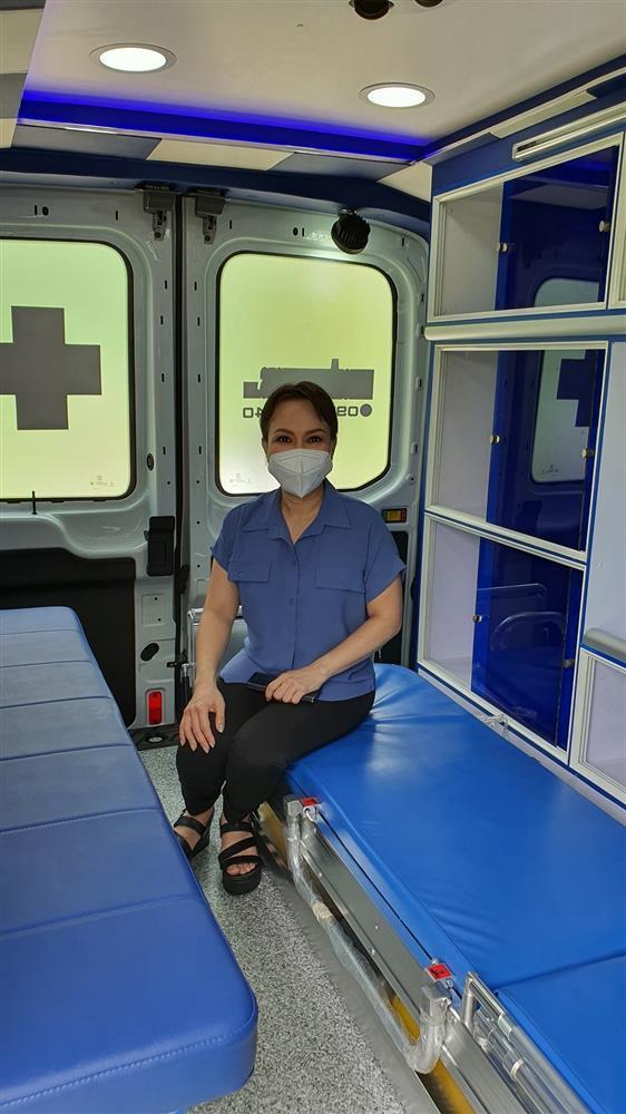 Nói là làm, Việt Hương chính thức tặng xe cứu thương gần 2 tỷ-3