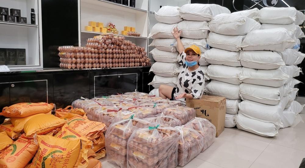 Nói là làm, Việt Hương chính thức tặng xe cứu thương gần 2 tỷ-4
