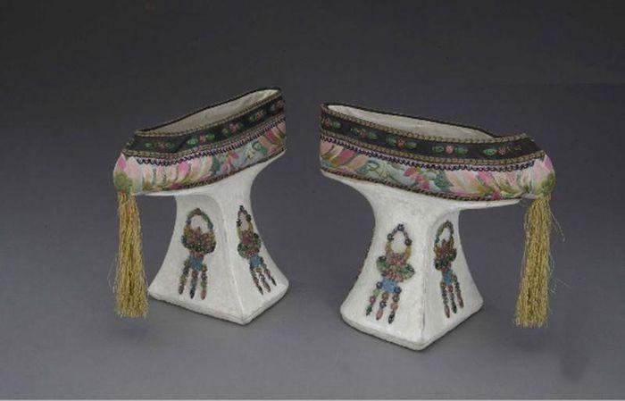 Từ Hi Thái Hậu có khuyết điểm xấu hổ gì mà phải mang giày hoa bồn?-1