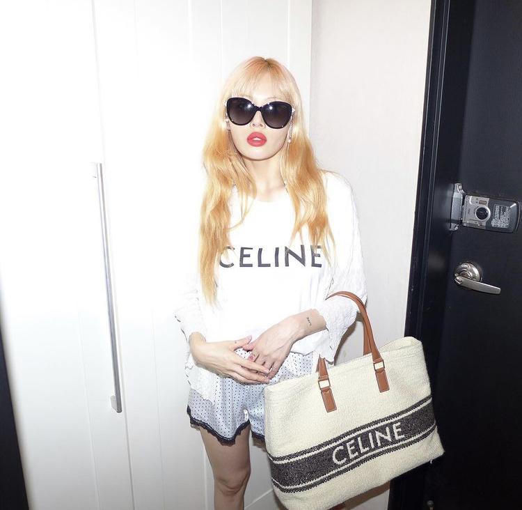 Jessica, HyunA mê mệt mẫu túi xách siêu to khổng lồ-6