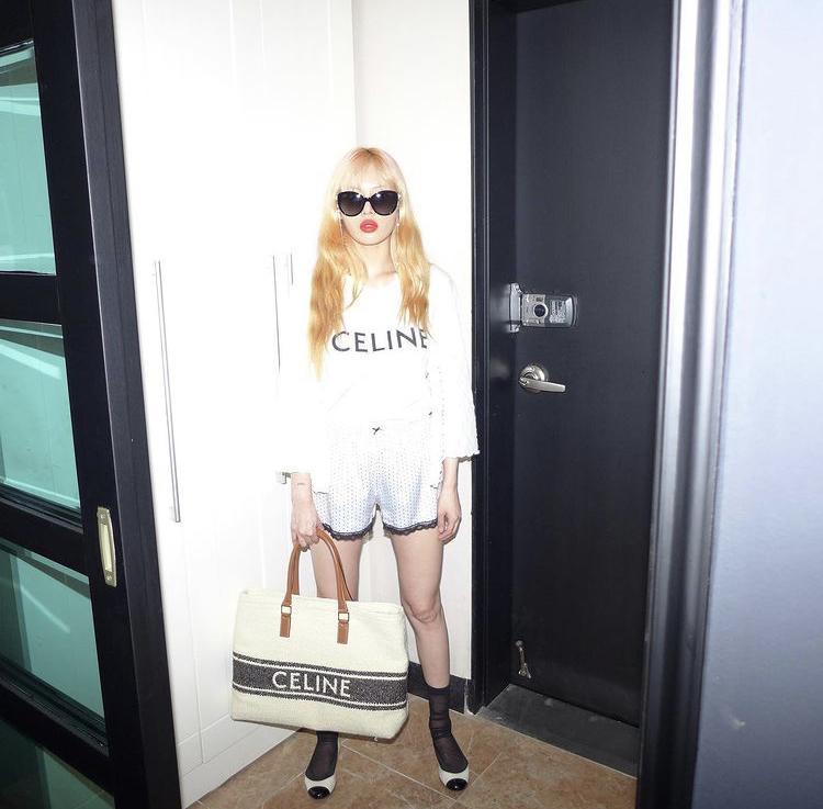 Jessica, HyunA mê mệt mẫu túi xách siêu to khổng lồ-5