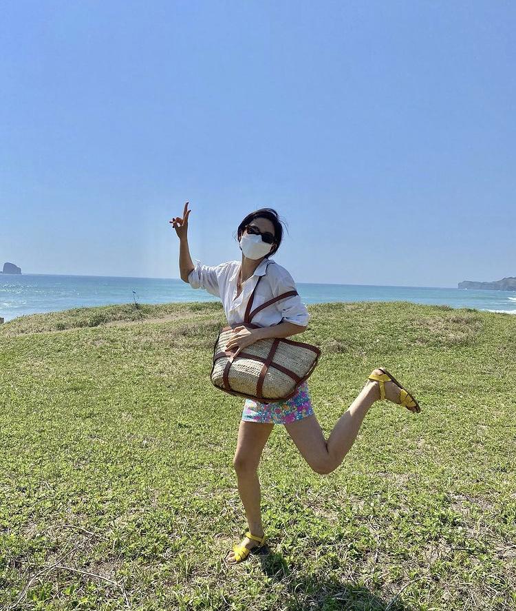 Jessica, HyunA mê mệt mẫu túi xách siêu to khổng lồ-8