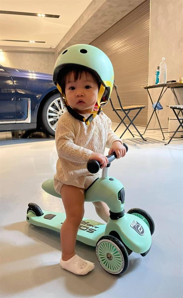 Con gái Cường Đô La được mẹ dìu chạy bộ giảm vòng eo-5