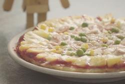 Làm pizza từ cơm nguội cùng các nguyên liệu có sẵn trong tủ lạnh