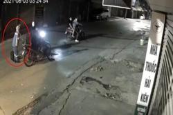 Nữ công nhân thu gom rác bị 4 thanh niên cướp xe máy trong đêm