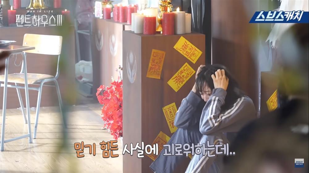 Hậu trường Penthouse 3 tập 8: Han Ji Hyun được khen khi hóa điên xuất thần-1