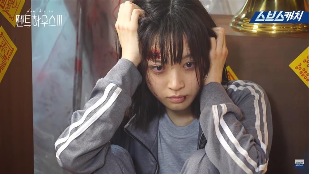 Hậu trường Penthouse 3 tập 8: Han Ji Hyun được khen khi hóa điên xuất thần-2