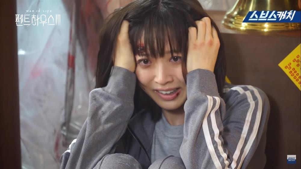 Hậu trường Penthouse 3 tập 8: Han Ji Hyun được khen khi hóa điên xuất thần-4
