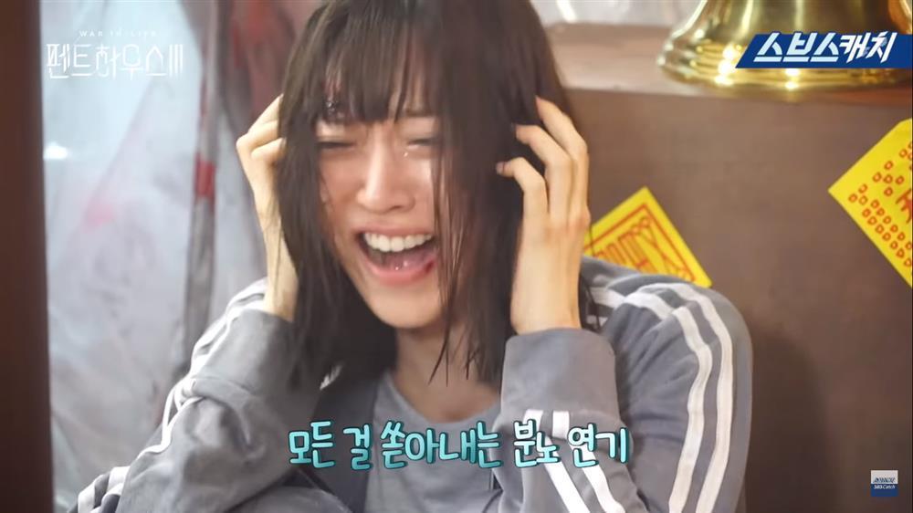 Hậu trường Penthouse 3 tập 8: Han Ji Hyun được khen khi hóa điên xuất thần-3