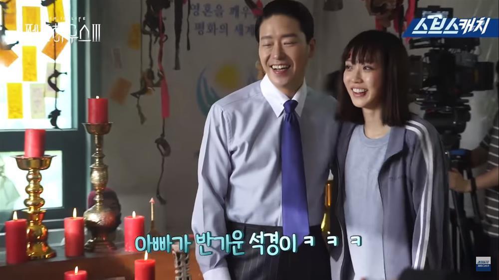 Hậu trường Penthouse 3 tập 8: Han Ji Hyun được khen khi hóa điên xuất thần-7