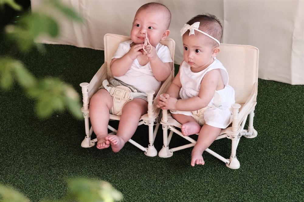 Hồ Ngọc Hà đưa 2 nhóc đi tiêm phòng: Chị cười - em khóc-7