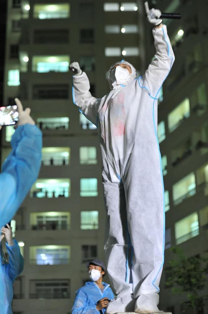Tóc Tiên gặp cơn ác mộng tại bệnh viện dã chiến-4