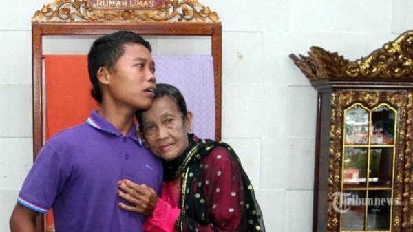 Khó tin hôn nhân bà 71 cháu 16, nhiều lần nhốt vợ vì quá quyến rũ-3