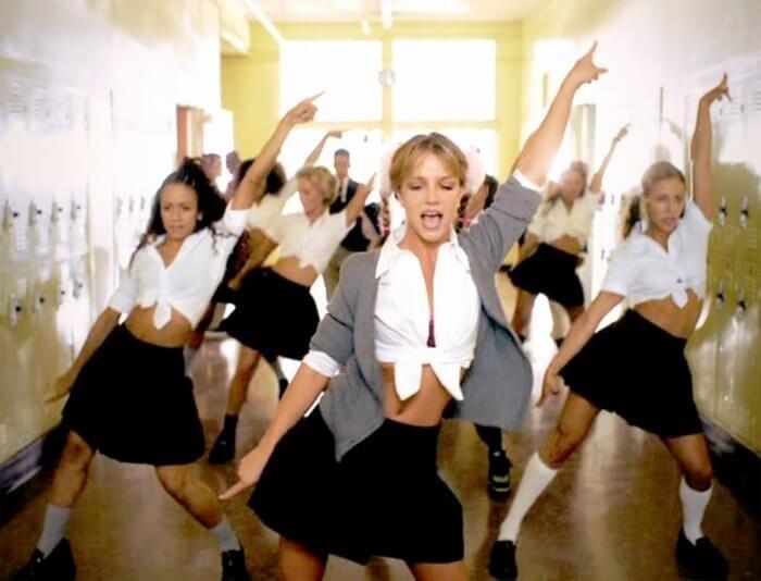 Britney Spears diện đồ đi trước thời đại