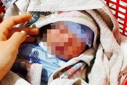 Bé sơ sinh bị bỏ rơi trước nhà dân kèm bức thư người mẹ nhắn gửi