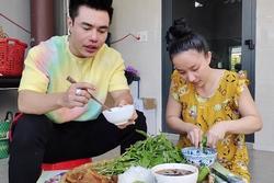 Lê Dương Bảo Lâm bị chỉ trích khi để vợ 'cơm bưng nước rót'