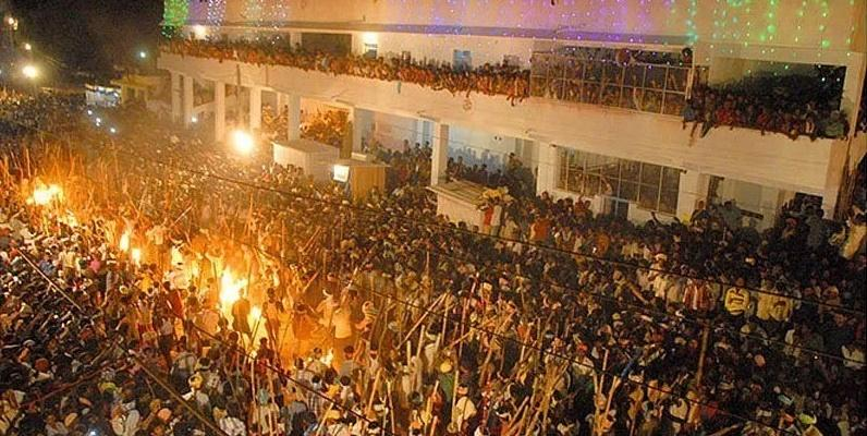 Những lễ hội kỳ quái của người Ấn Độ khiến du khách rợn tóc gáy-1