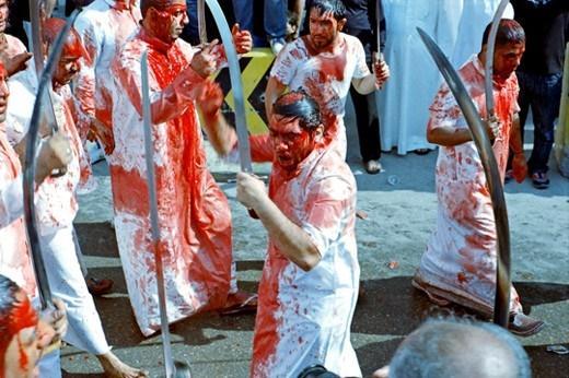 Những lễ hội kỳ quái của người Ấn Độ khiến du khách rợn tóc gáy-2