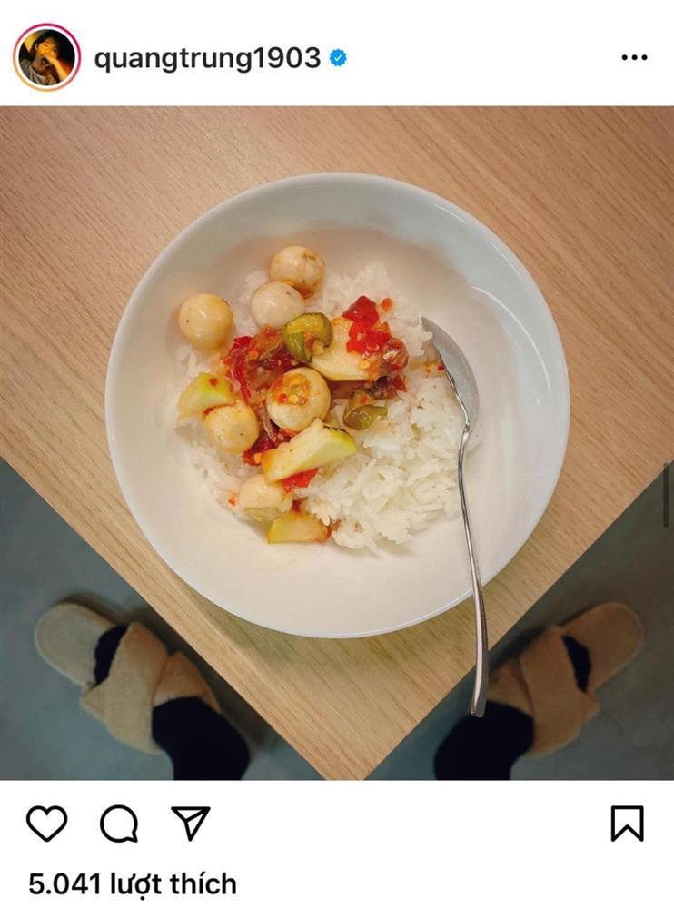 Quang Trung chụp đồ ăn mà fan chỉ soi vào đúng bàn chân quái dị-5