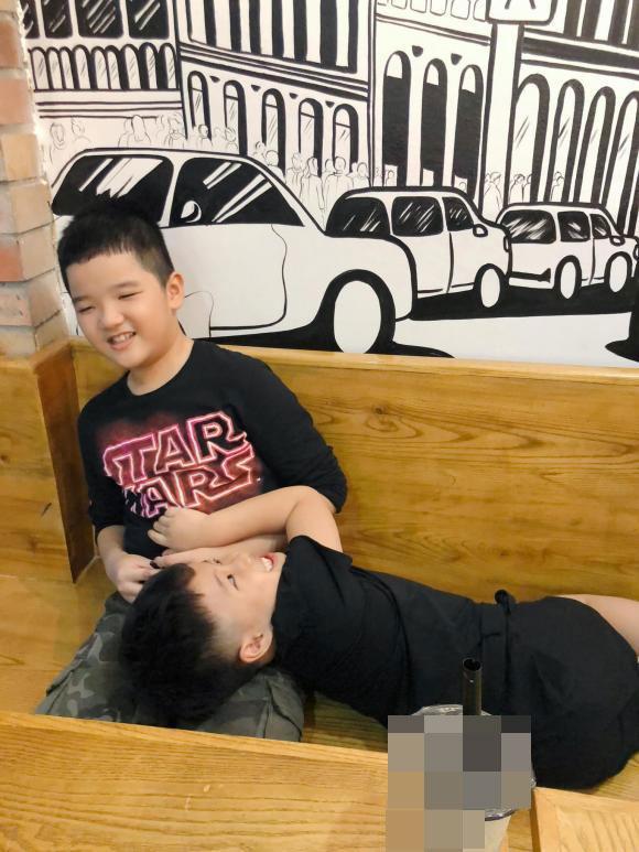 MC Hoàng Linh dành tình cảm ra sao với con riêng của chồng?-6