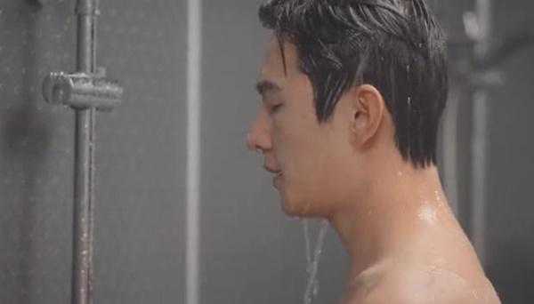 Dương Dương lộ da thịt ở cảnh tắm tập thể làm fan thích muốn chết-3