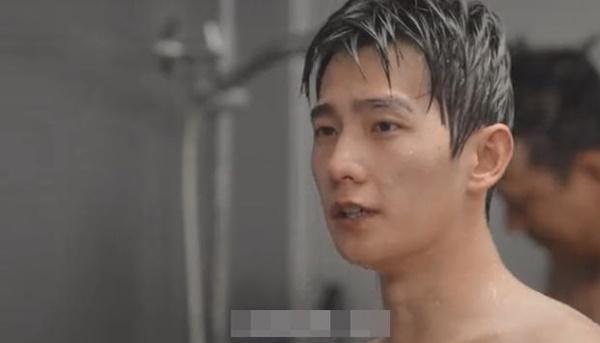 Dương Dương lộ da thịt ở cảnh tắm tập thể làm fan thích muốn chết-5