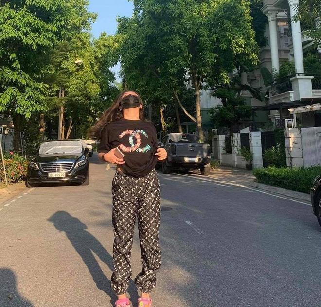 Phượng Chanel bị chính con gái dìm hàng khi mặc chung đồ-2