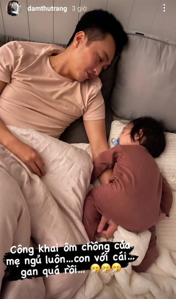 Đàm Thu Trang ghen ra mặt khi Suchin dám ôm chồng mẹ ngủ-1