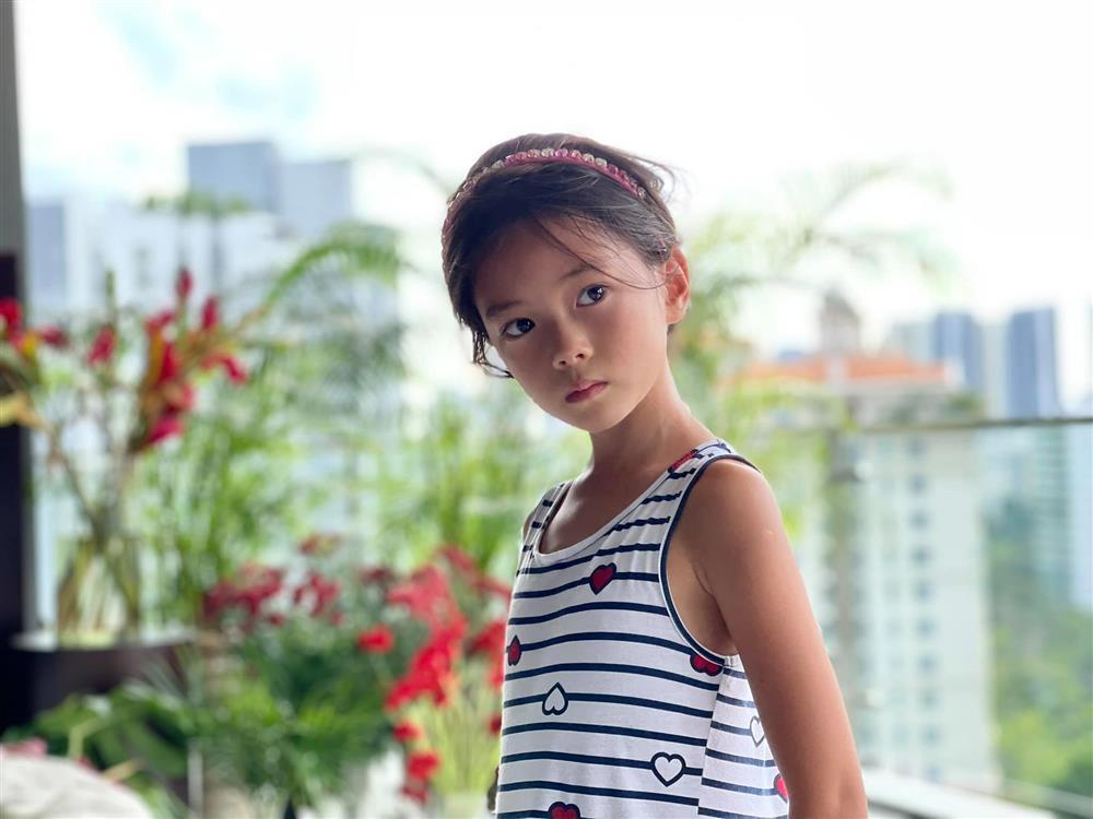 Con gái Đoan Trang tạo dáng xuất thần, xả dáng vẫn đẹp như thơ-3