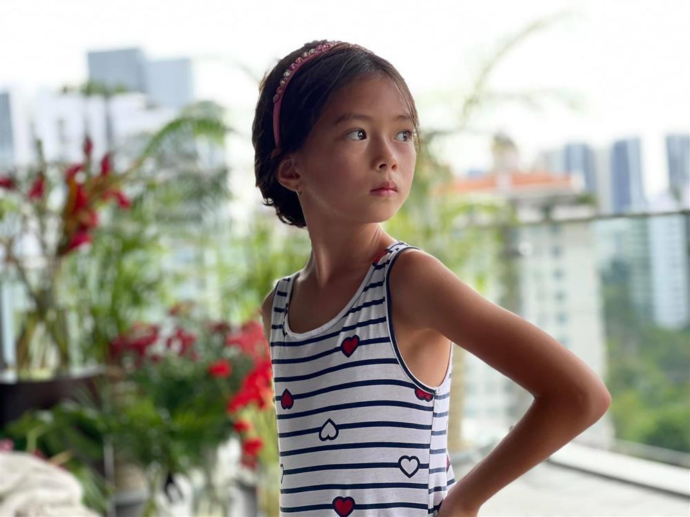 Con gái Đoan Trang tạo dáng xuất thần, xả dáng vẫn đẹp như thơ-5
