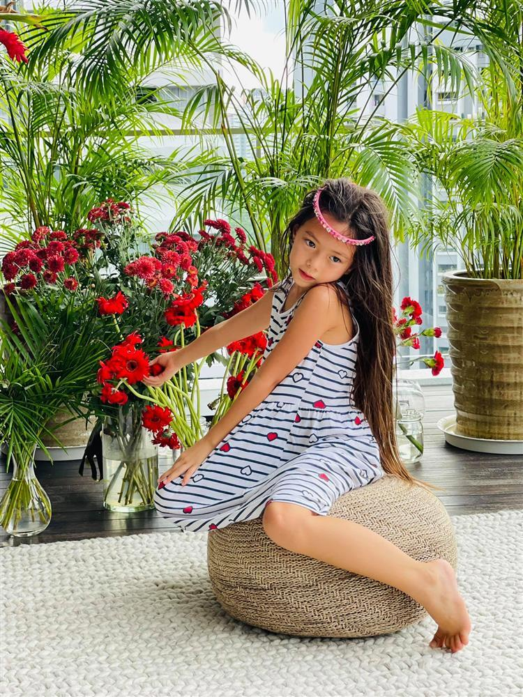 Con gái Đoan Trang tạo dáng xuất thần, xả dáng vẫn đẹp như thơ-9