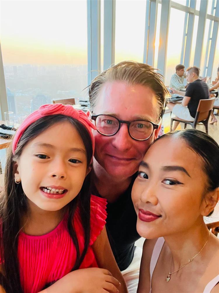 Con gái Đoan Trang tạo dáng xuất thần, xả dáng vẫn đẹp như thơ-13