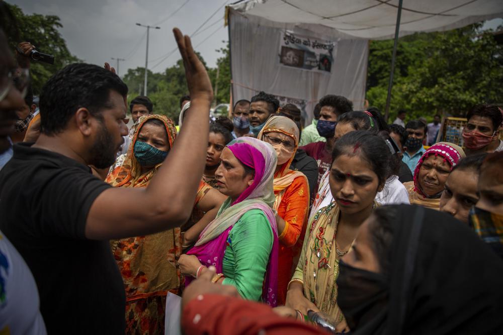 Bé gái 9 tuổi ở Ấn Độ bị cưỡng hiếp tập thể rồi sát hại, thiêu xác phi tang-2