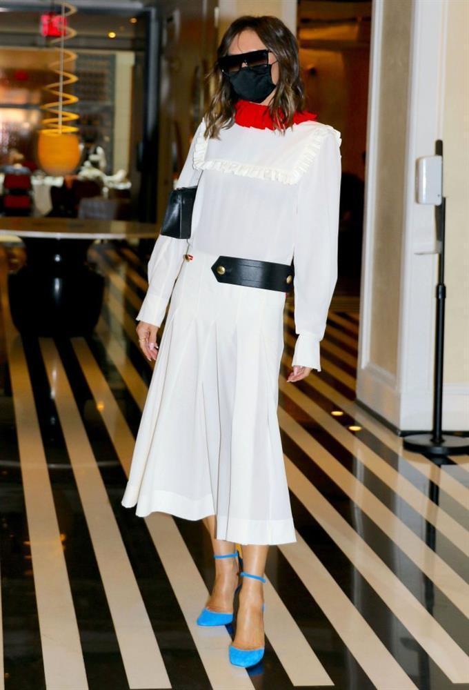 Fashion icon như bà xã Beckham cũng có lúc mặc xấu như búp bê ma-1