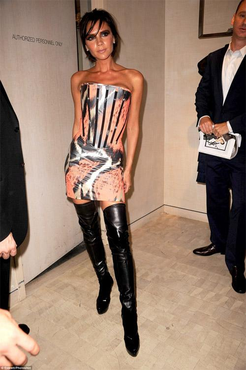 Fashion icon như bà xã Beckham cũng có lúc mặc xấu như búp bê ma-6