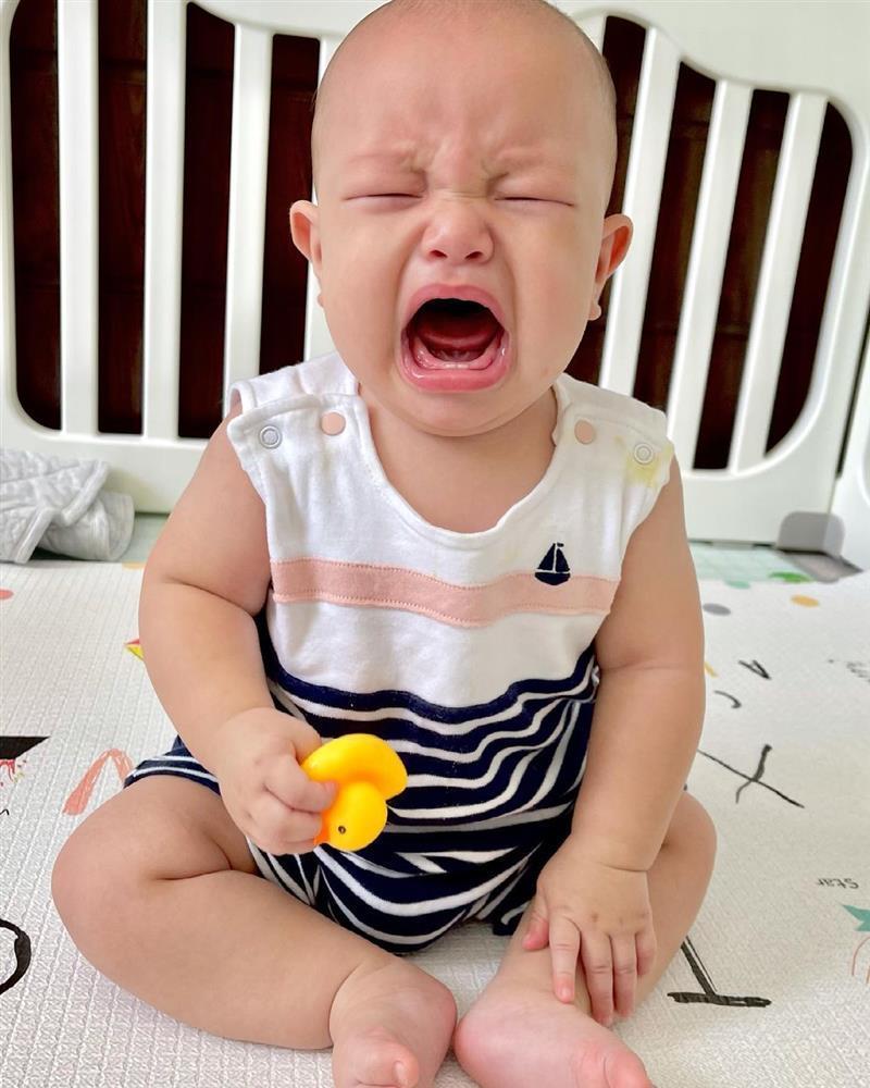 Con trai Hồ Ngọc Hà cười siêu dễ thương, khóc càng cưng xỉu-10