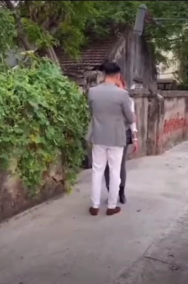 Hương Vị Tình Thân: Lộ cảnh hậu trường ông Sinh bị công an bắt lần 2-4